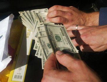На Тернопільщині шахраї видурили в пенсіонера 1,6 тис доларів