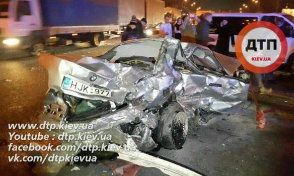 Жахлива ДТП в Києві: аварія завершилась страшною смертю. Є ФОТО та ВІДЕО