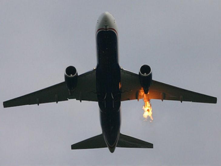 Що з  ним сталось? В літака на величезній висоті відмовив двигун
