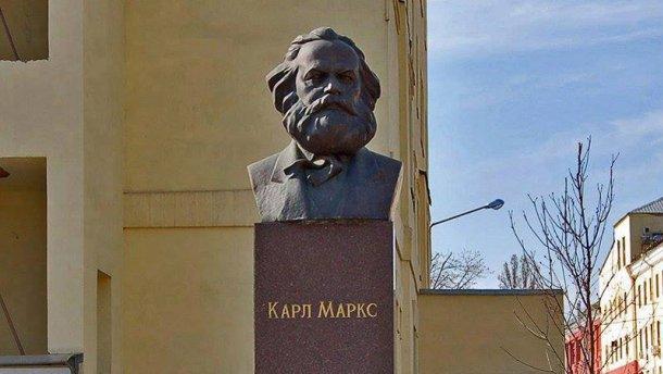Нас закликає, а сам не виконує: Порошенко шанує Карла Маркса