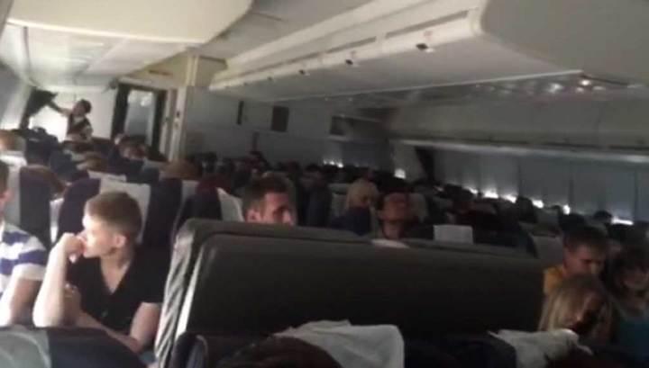 Українська пасажирка літака розповіла, як пілот готував їх до удару  – це має почути кожен