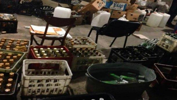 На Івано-Франківщині прикрили підпільний алкогольний цех