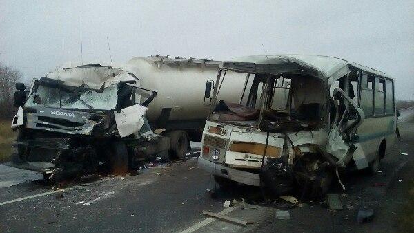 Кривава трагедія: жахаюче ДТП трапилось сьогодні – людей ледве витягнули