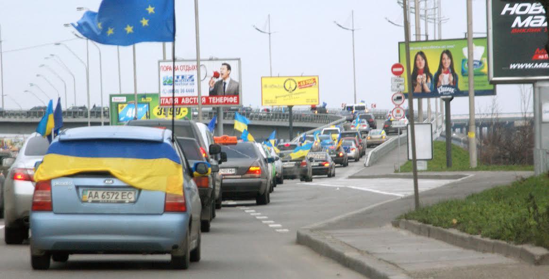 """Авто """"автомайданівця"""" в Одесі спалили через українську символіку"""