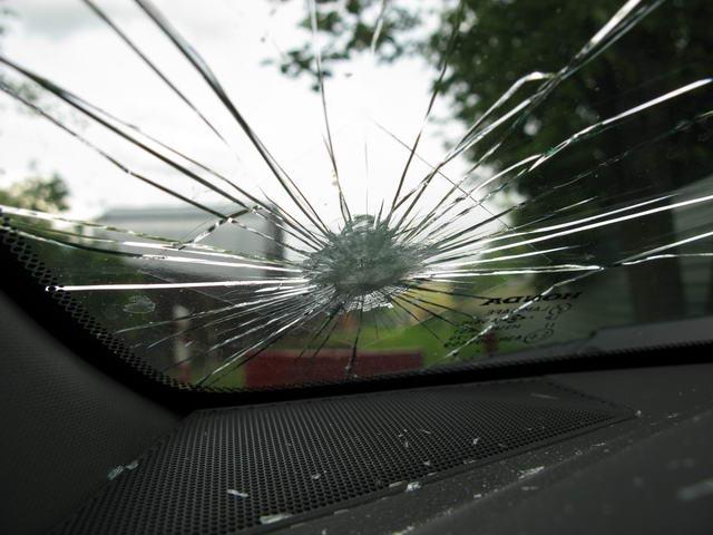 Рятунок для водіїв: що робити, якщо негода пошкодила авто і хто за це має платити