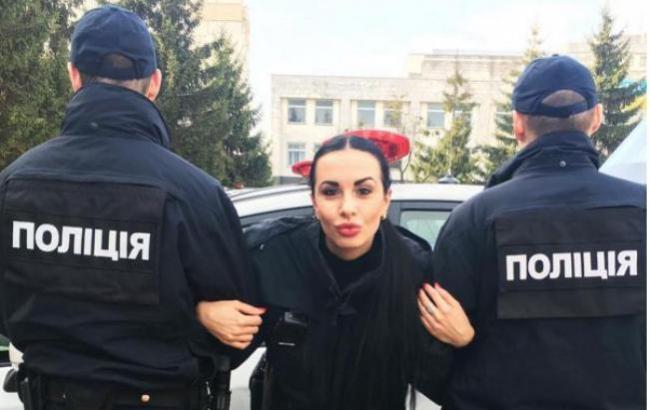 Оце так волохата: мажорна поліцейська вразила своїм образом всю мережу (фото)