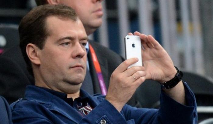 Медведєв образливо висловився про відставку Саакашвілі