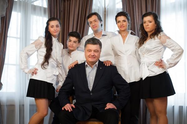 Декларацію Порошенка перевірять, але питань до неї мало – Луценко