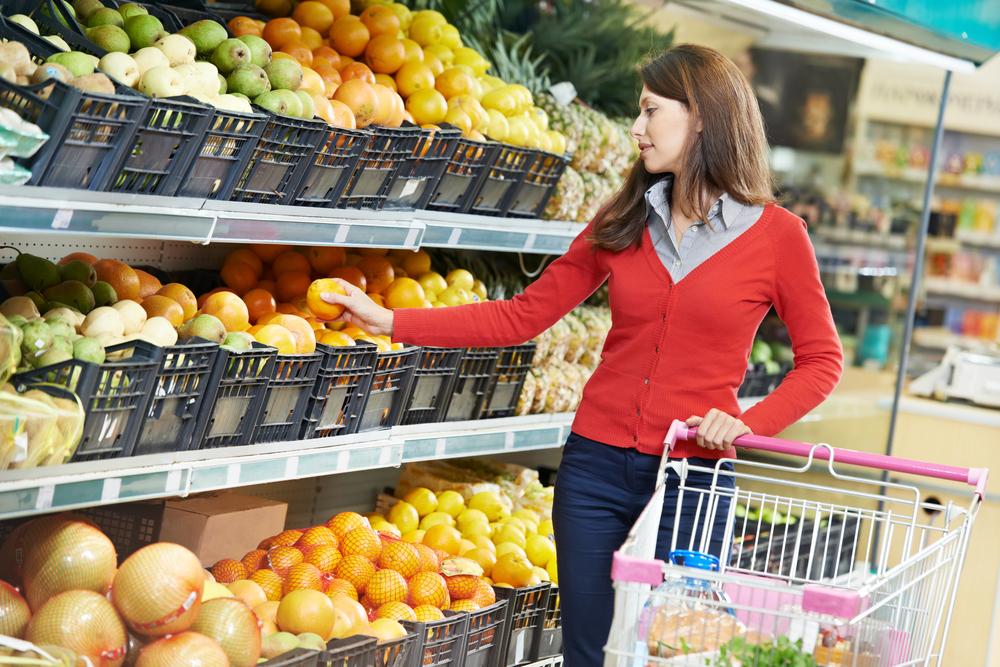 Подивіться, воно ж все гниле!: як відомий супермаркет обманює покупців зіпсованими продуктами (ФОТО, ВІДЕО). В жодному разі НЕ КУПУЙТЕ там нічого