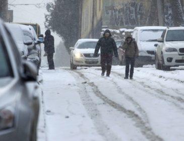 Львів потонув у снігах, а Садовому все одно. Погода призвела до транспортного колапсу