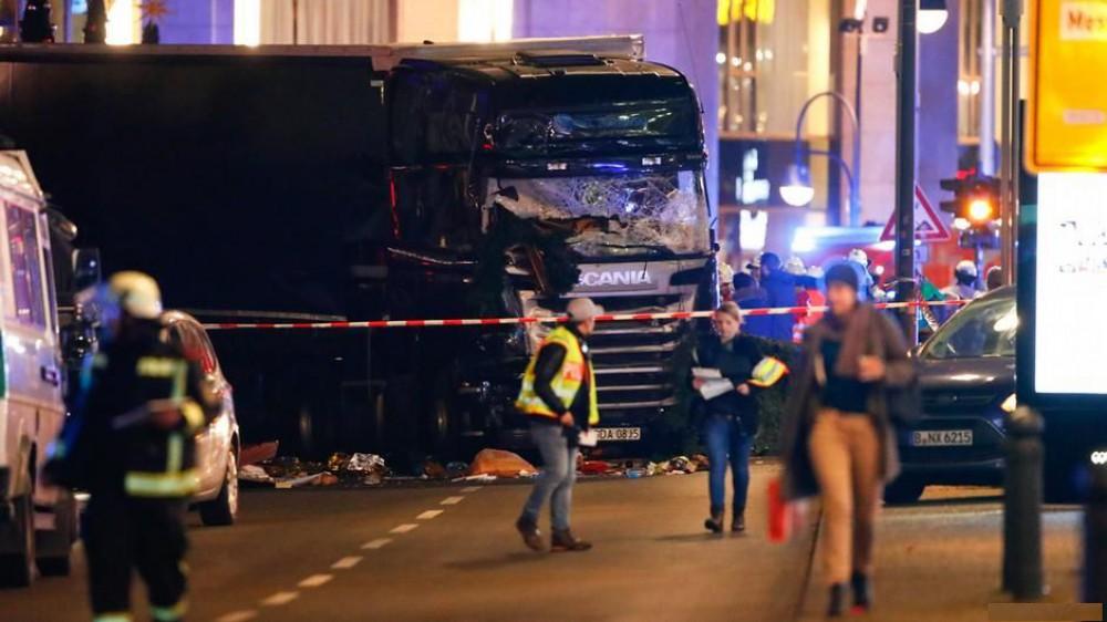 Кривавий теракт у Берліні: вантажівка протаранила натовп на різдвяному ярмарку