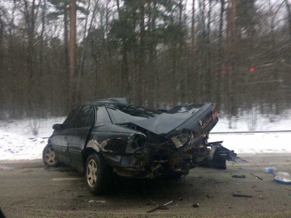 На Львівщині 2 машини вилетіли з траси: від них мало що залишилося ( страшні фото)