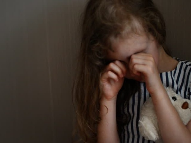 У Кривому Розі дівчинка викликала поліцію, щоб врятуватися від горе-матері
