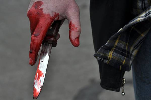 Батько порізав ножем синового кривдника