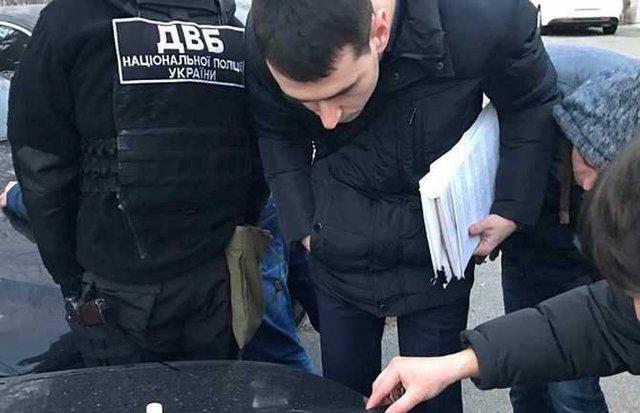 24-річна працівниця МВС попалася на хабарі в тисячу доларів