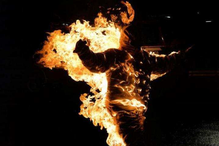 Перетворили на факел: троє школярів облили бензином і підпалили свого друга(ВІДЕО) Людям зі слабкими нервами не дивитись!