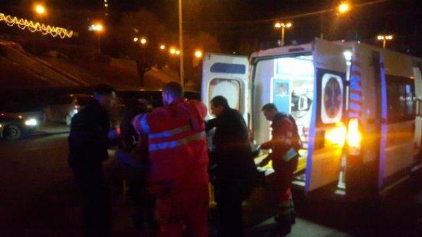 Там усе у калюжах крові: в центрі Києва невідомі розстріляли чоловіка і жінку. Медики борються за їхнє життя (ФОТО)