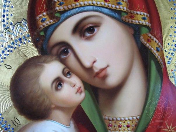 Такого ще ніколи не було: львів'ян приголомшила дивна ікона Богоматері в церкві