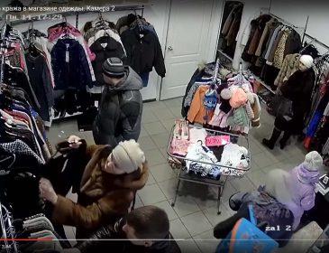 Що вони витворяють: прихована камера зняла дуже дивну поведінку відвідувачів (ВІДЕО). Такого власники магазину ніяк не очікували