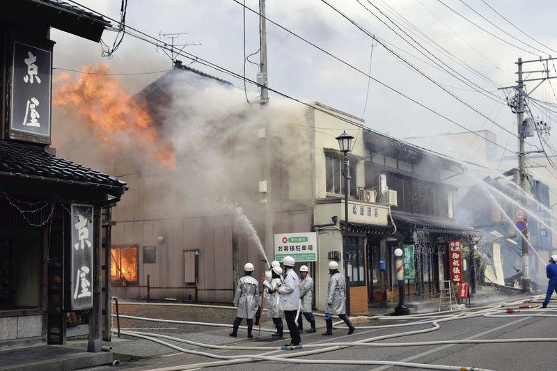 Японію охопило страшне лихо: через пожежу зайнялося 140 будівель (ФОТО, ВІДЕО)