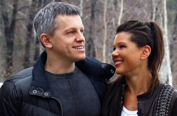 Зовсім совісті не мають: тепер і Руслана з чоловіком розвозитимуть сміття по Україні