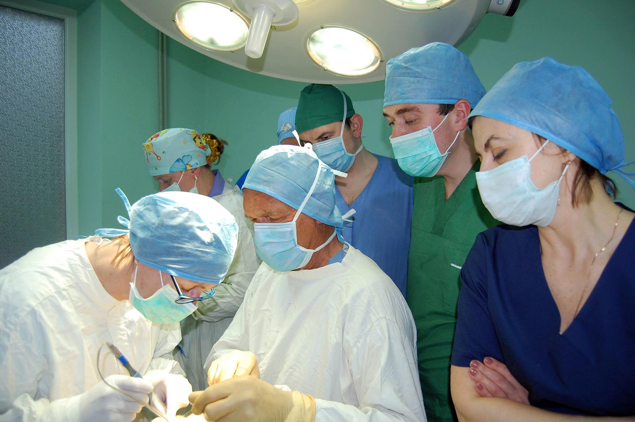 Геніальний лікар знов у Львові: за три дні німецький хірург Клаус Екснер провів у Львові 16 безкоштовних операцій