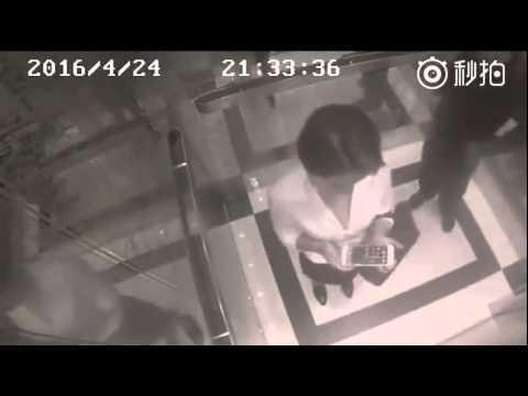 Шокуючі кадри прихованої камери: чоловік глибоко пошкодував за свої вчинки (ВІДЕО) Справжні пристрасті у ліфті