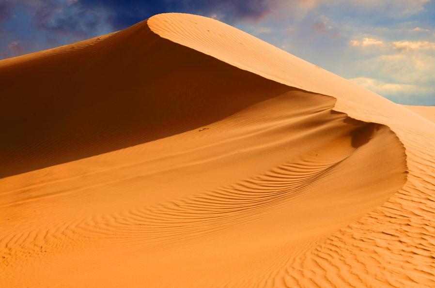 Це буває раз в 50 років: у пустелі Сахара випав сніг – це неймовірне явище (фото)