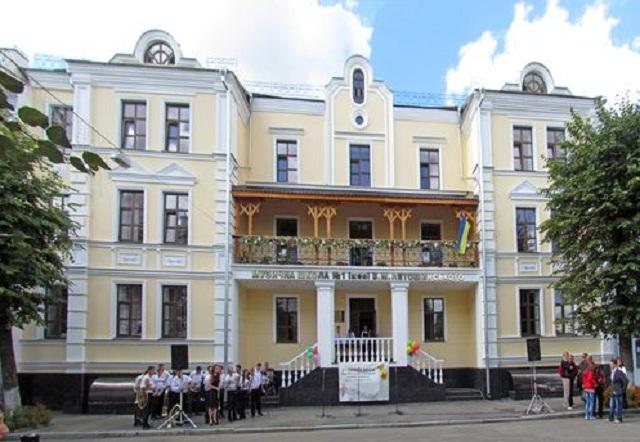 """Музична школа в Житомирі """"з'їла"""" 1,6 мільйона гривень"""