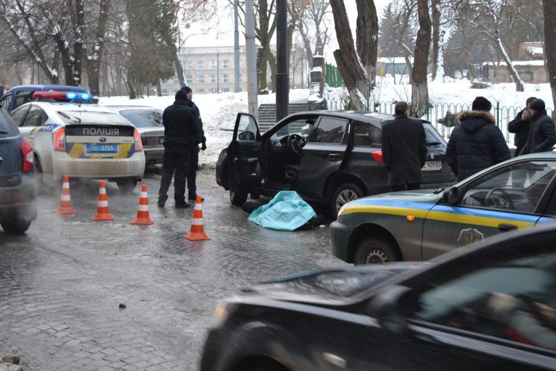 Львів: посеред вулиці знайшли мертвого чоловіка