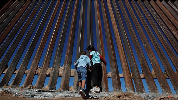 """Жорстока відповідь мексиканської влади на """"Стіну Трампа"""""""