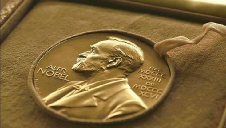 Російські спецслужби завадили врученню премії Порошенку
