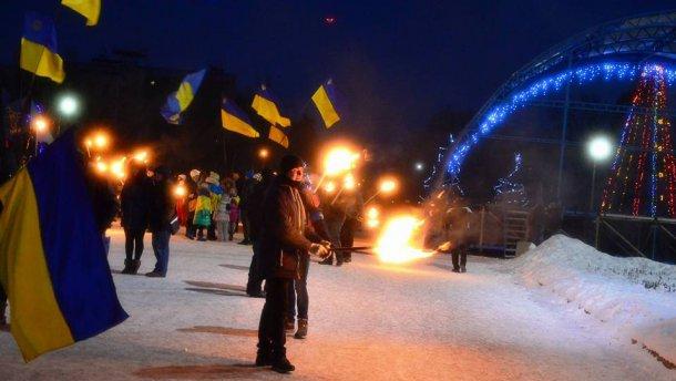 Під час факельної ходи в честь Героїв Крут пролунав вибух(ВІДЕО)