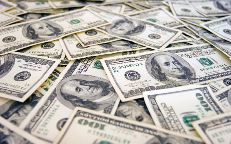 Одеські митники не дозволили незаконно вивезти з країни більш ніж 40 000 доларів