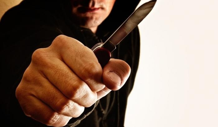 У Львові хуліган із ножем тероризував супермаркети