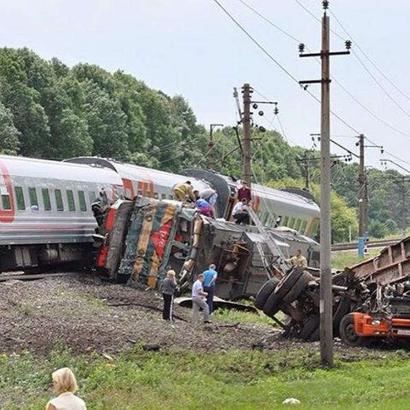 Трагічна новина: поїзд повний пасажирів зійшов з рейок: наслідки шокують