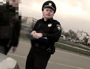 """Знов до тої ж """"годівниці"""": хабарник-інспектор ДАІ став поліцейським у Чернівцях. Нахабства у нього не бракує (ВІДЕО)"""