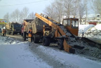 Працівник дорожньої служби під час розчищення дороги помер від серцевого нападу
