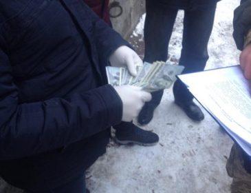 У Львові СБУшник вимагав хабар 6500 доларів