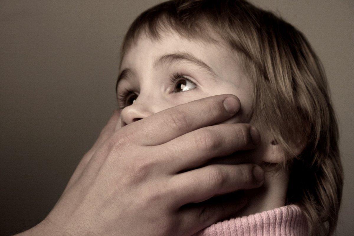 Всього лише? У Києві батька-педофіла посадили на 14 років