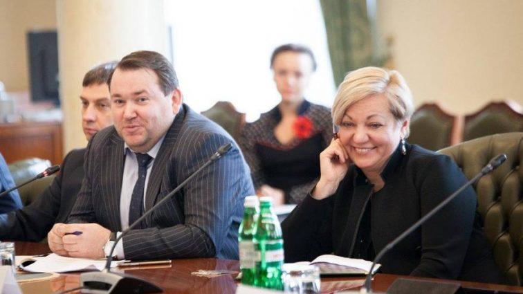 """За """"особисту думку"""" та витрачений час: журналісти викрили, як в НБУ роздають премії у сотні тисяч гривень"""