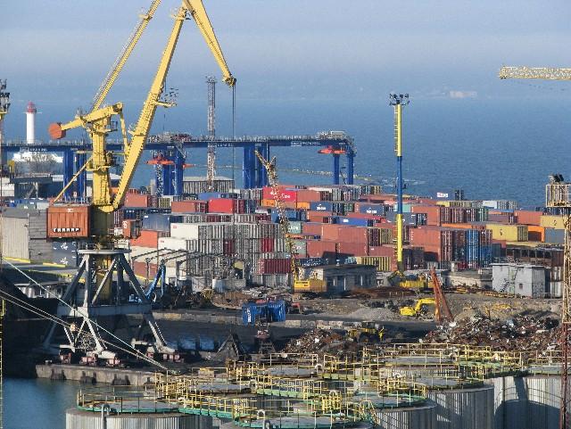 Митники виявили контрабандне пальне на судні в одеському порту