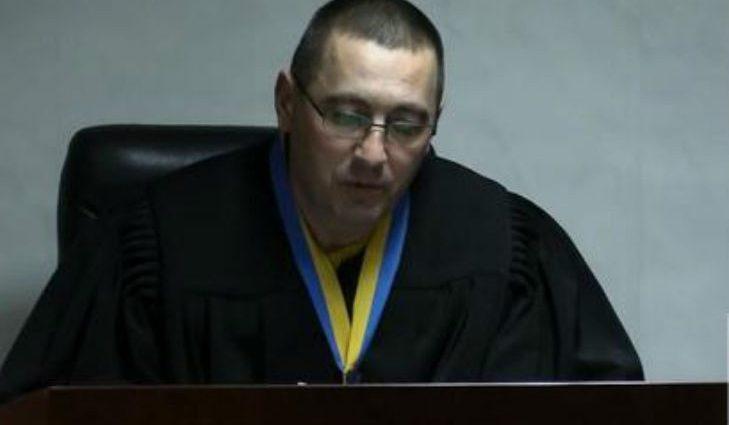 У нього ні совісті, ні честі: скандальний суддя виселив людей з квартири і сам в ній прописався
