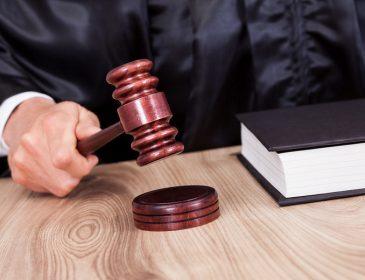 Столичного суддю спіймали на хабарі 16 тисяч доларів