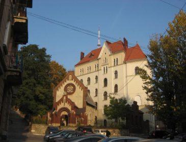 Візит до лікаря без черг: у ще одній львівській лікарні запрацювала електронна черга