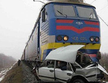 Моторошна ДТП: електричка розплющила авто з людьми. Пасажири померли в страшних муках