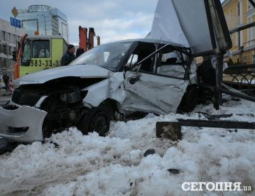 Масштабна аварія в центрі Києва забрала життя 25-річної дівчини (ФОТО)