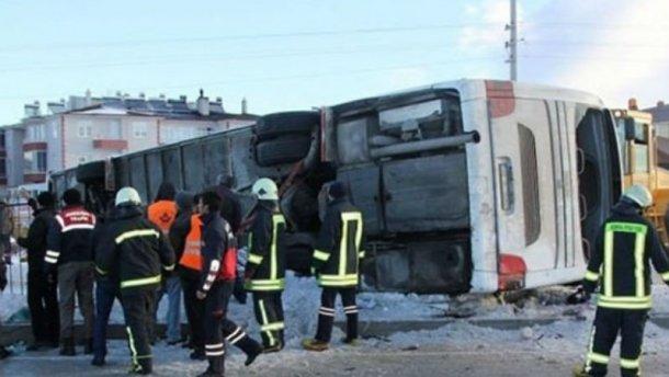 Моторошна аварія в Туреччині: перекинувся автобус з школярами, є загиблі