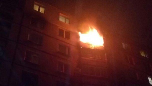 У страшній пожежі в Харкові загинула літня жінка (ФОТО, ВІДЕО)
