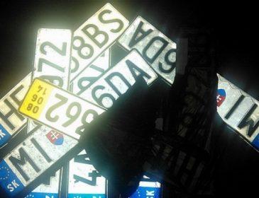 Львів'янин у новорічні свята знімав номерні знаки з автомобілів і вимагав гроші